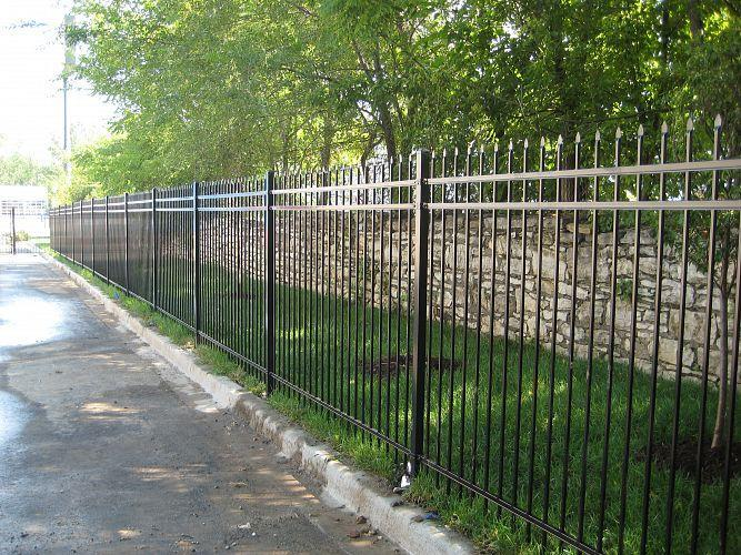 Selling and Installation of Commercial Gates Chicoutimi